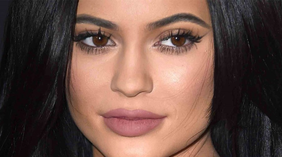 Cirujano de Kylie Jenner desata polémica al hablar de sus labios