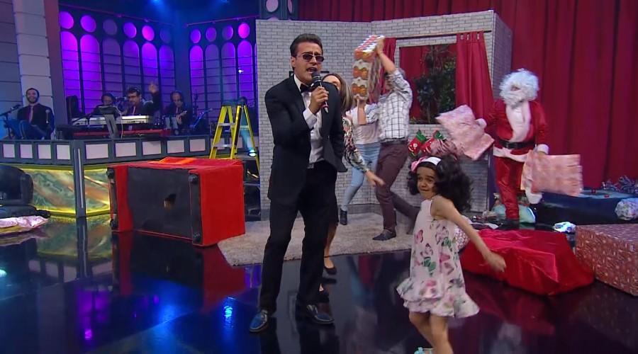 Luismi cantó la llegada de Santa a MCC
