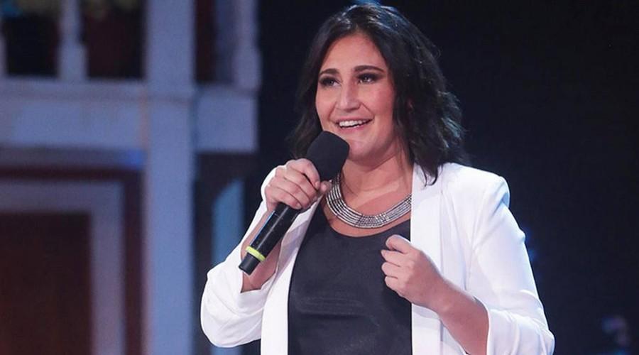 """""""Caí con estilo"""": La fuerte caída que sufrió Belén Mora en medio de una presentación"""