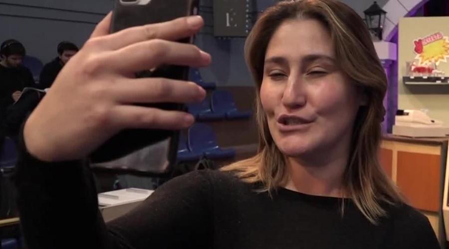 [Backstage] Belén hizo un completo tutorial para lograr la mejor selfie