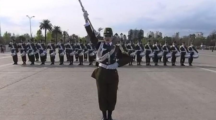 Kamila Vega se lució como Tambor Mayor en la Parada Militar 2019
