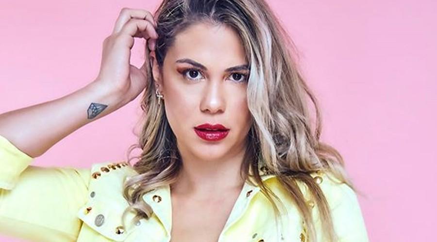 """Laura Prieto es comparada con """"la madre"""" de Luis Miguel por look estilo retro"""