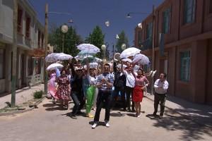 """Vista Hermosa bailó al ritmo de """"El Baile De La Baldosa"""" como regalo de matrimonio para Laura y """"Lorenzo"""""""