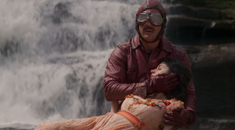 El motociclista bermellón nuevamente salvó a Mariana (Parte 2)