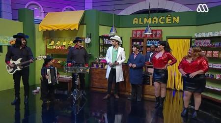 """Pipo Gormaz cantó uno de los éxitos de """"Vicho y Las Gaviotas"""" en el almacén de Don Tuto"""