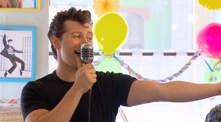 """Jimmy se lució cantando """"Tengo"""" de Sandro"""