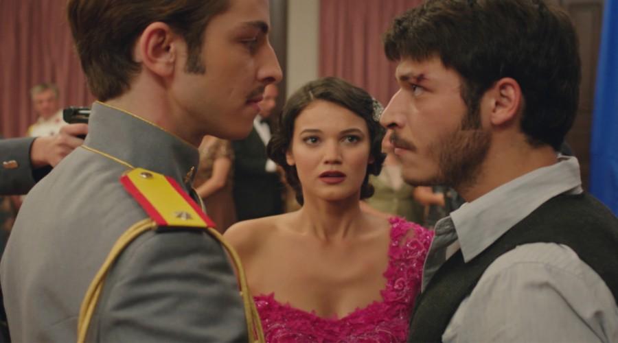 Ali Kemal armó un escándalo en la fiesta griega (Parte 1)