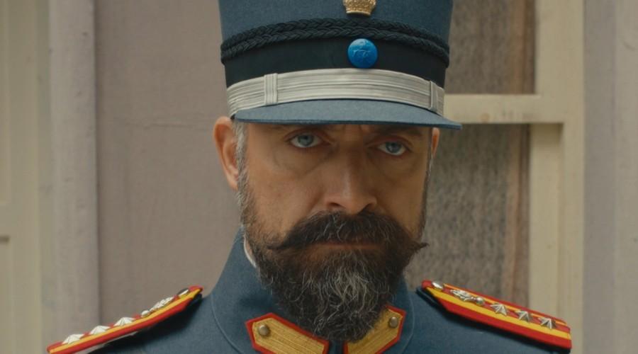 Cevdet tocó la puerta en casa de Azize (Parte 1)