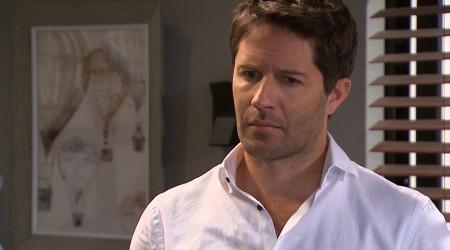 Diego pilló a Samanta besándose con Ricardo en la oficina y recordó parte de su oscuro pasado