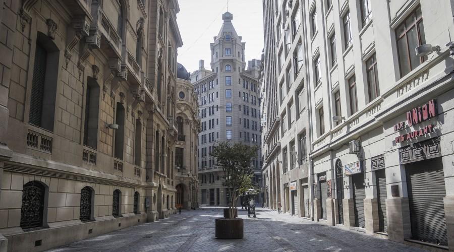 Gobierno extiende por siete días cuarentena obligatoria en seis comunas de Santiago