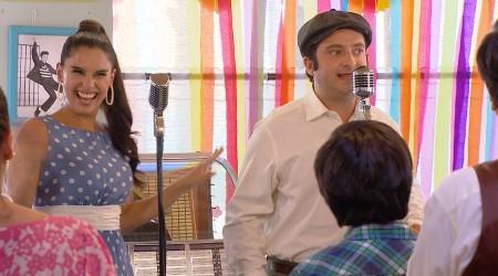 """Glorita y Ángel deslumbraron cantando """"El Rock del Mundial"""""""