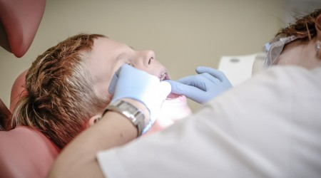 #5TipsLive: La importancia de lavar la lengua para evitar halitosis