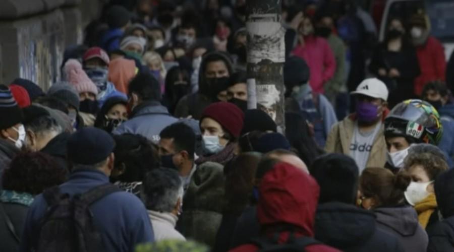Calles de Valparaíso repletas de gente a un día del inicio de la cuarentena obligatoria