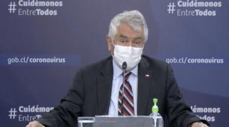 Ministro de Salud asegura que no se aplicó inmunidad de rebaño en Chile