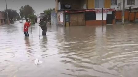 Calles colapsadas y viviendas inundadas por intensa lluvia en Cerro Navia, Maipú, Recoleta y El Bosque