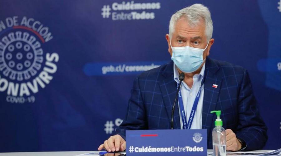 """Ministro Paris por Covid-19: """"El informe diario de fallecidos confirmados se basará en las cifras del DEIS"""""""