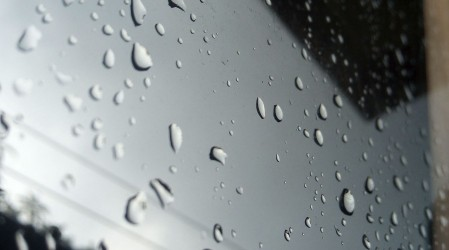 Michelle Adam anuncia lluvia en Santiago y tormentas eléctricas en el sur para este domingo