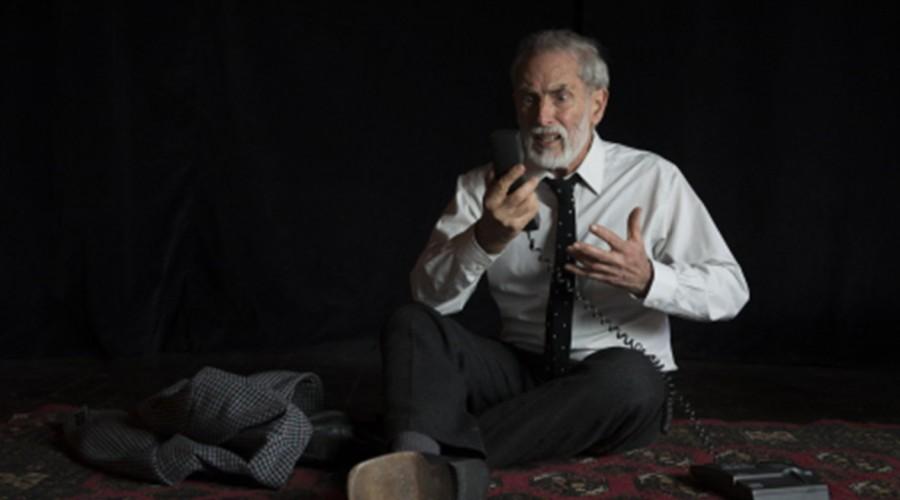 """""""El Epicedio"""" y """"Hola Papá, ¿Cómo estás?"""" se suman a la cartelera de teatro virtual con Héctor Noguera"""