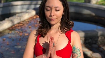 """Comienza la semana con energía y activa tu chakra raíz en """"Yoga Para Todos Los Cuerpos"""""""