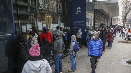 Retiro del 10%: Mujeres hacen fila en Juzgado de Familia por deudas de pensión alimenticia