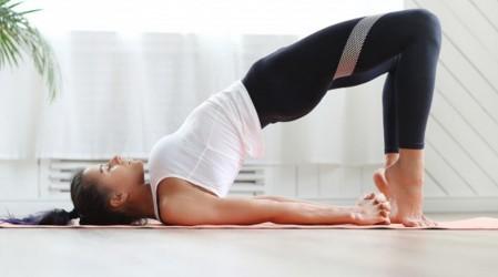 Empieza tu día con yoga: Hoy posturas terapéuticas para poner en armonía cuerpo y mente