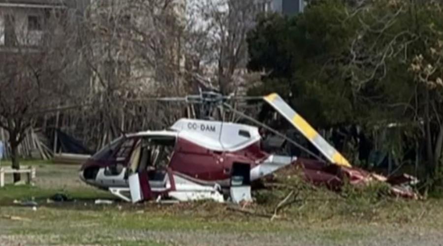 Helicóptero cae en el estacionamiento del Hospital Roberto del Río en Independencia