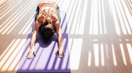 Comienza la semana con yoga: Sigue las posturas para activar el chakra de las emociones