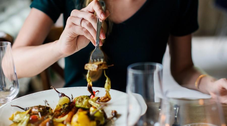 Nutricionista cuenta qué alimentos no pueden faltar en la dieta si es que no se consumen suplementos de B12
