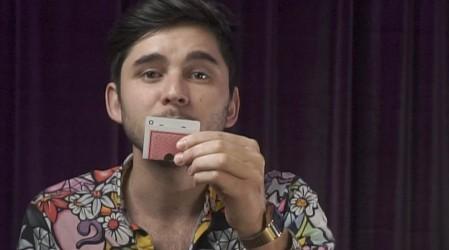 #DesafíosMágicos: El mago Julio nos enseña el truco de la moneda en la carta