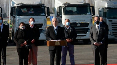 "Presidente Piñera firma proyecto ""Juan Barrios"" que endurece penas por quema de camiones"