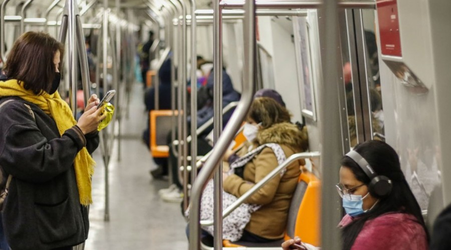 Metro de Santiago cambia su horario tras modificación de toque de queda