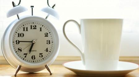 Levantarse 10 minutos antes los días previos: La clave para enfrentar el cambio de horario