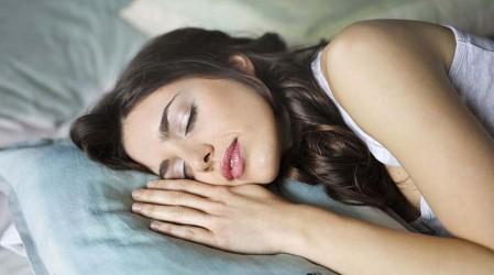 Neuróloga explica los signos que podrían indicar que sufres algún trastorno del sueño