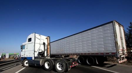 """Pdte FEDESUR: """"No vamos a cortar las carreteras, los camioneros no somos matones"""""""