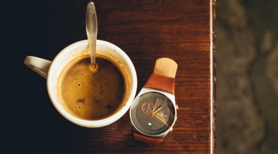 Evita la cafeína antes de dormir: Recomendaciones para enfrentar el cambio de hora