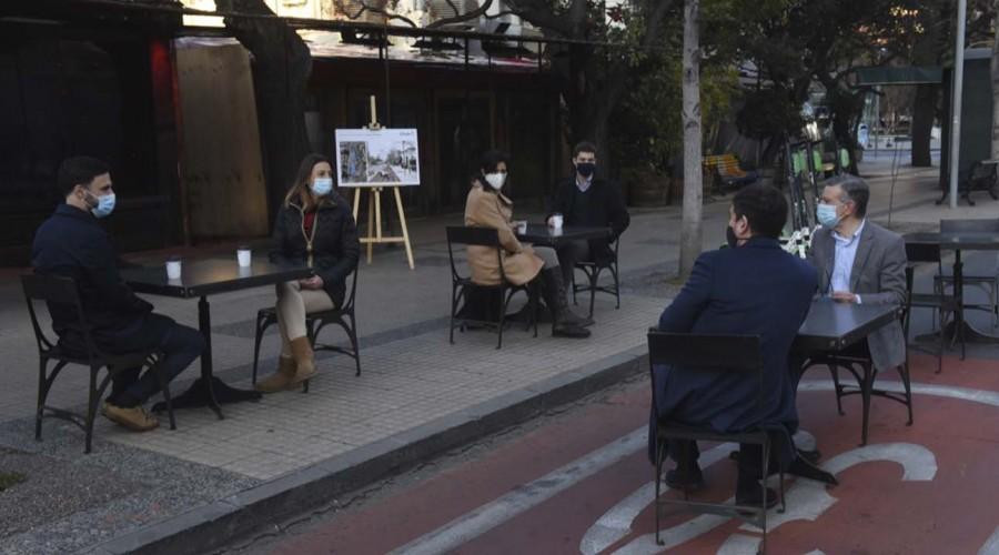 "Lavín por etapa de preparación en Las Condes: ""Restaurantes atenderán en terrazas"""