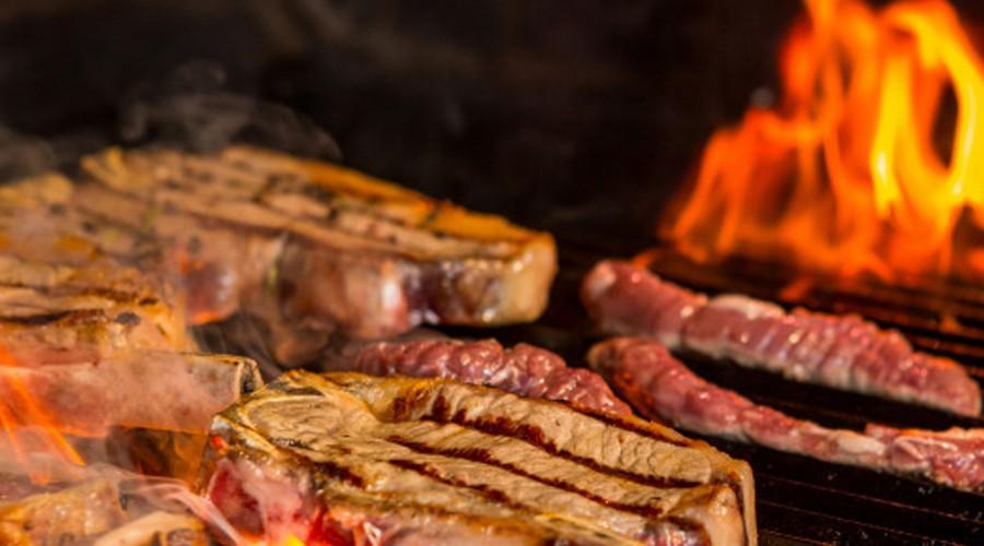 El asado perfecto por Rodrigo Barañao: La sal para la carne se añade antes de ponerla al fuego