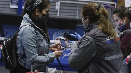 Pasajeros utilizan el nuevo permiso de viajes interregionales