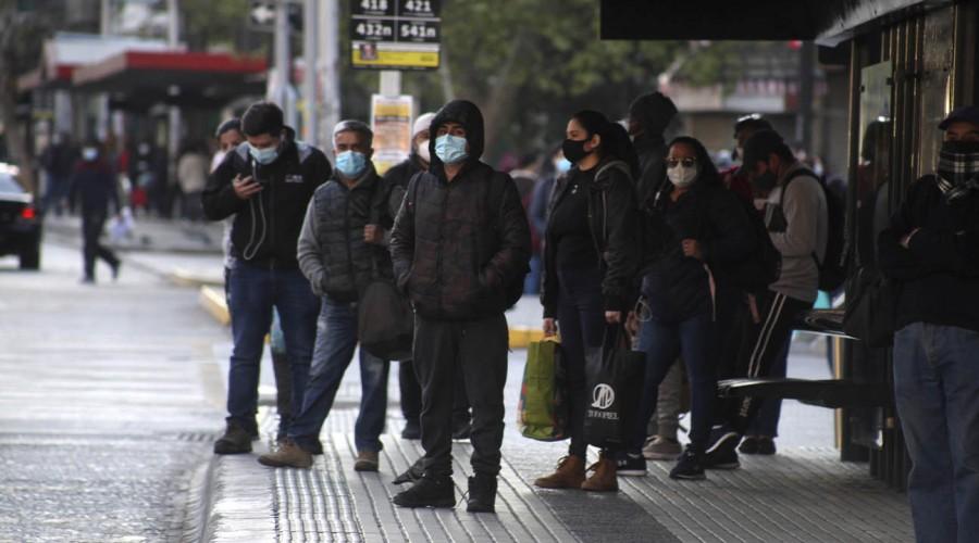 """""""Lo fundamental es la mascarilla"""": Dr. Rivera entregó consejos a vecinos de Puente Alto"""