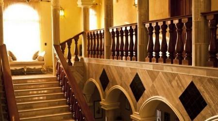 Manillas de oro y jacuzzi en sus 10 baños: La mansión que se vende en 6 mil millones