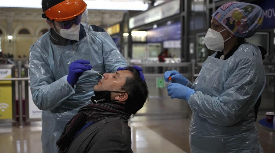 """Dr. Rivera a vecinos de Puente Alto: """"Un examen de coronavirus no necesariamente descarta la enfermedad"""""""