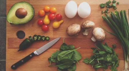 Evitar la contaminación cruzada en la cocina para disminuir la propagación de bacterias y virus
