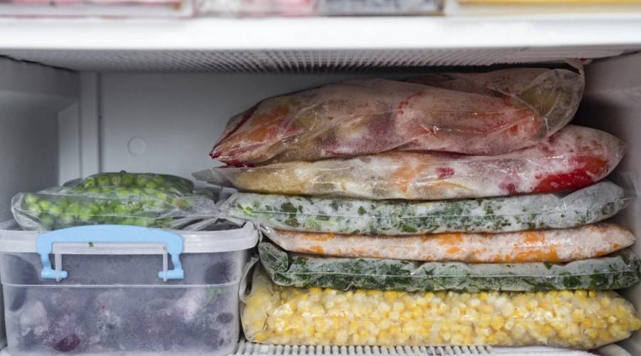 Lavar y secar los alimentos antes de congelar evita la proliferación de bacterias