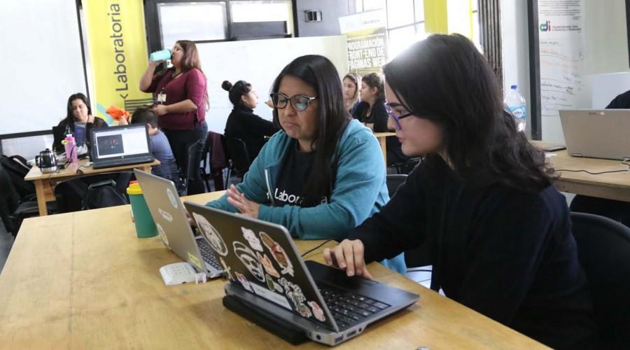 Ya se abrieron las postulaciones: Sence lanza 20 mil becas para cursos gratuitos de inglés
