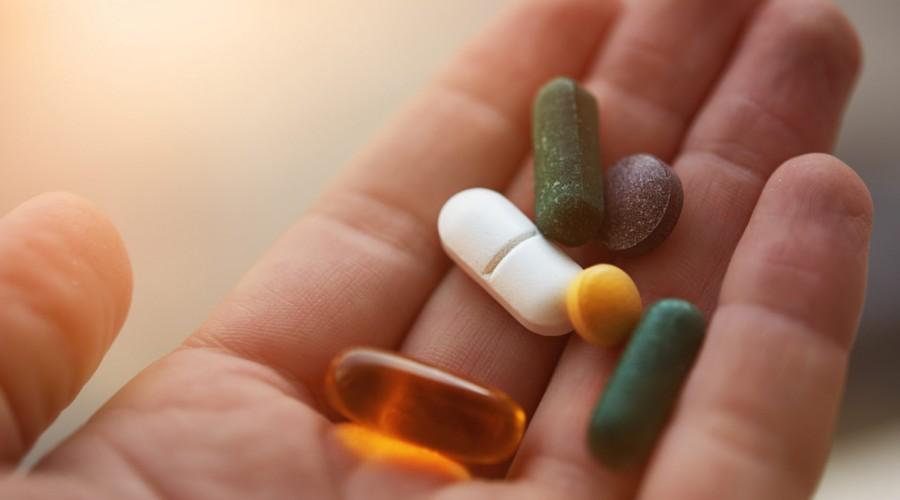 Los veganos y vegetarianos deben suplementarse con vitamina B12