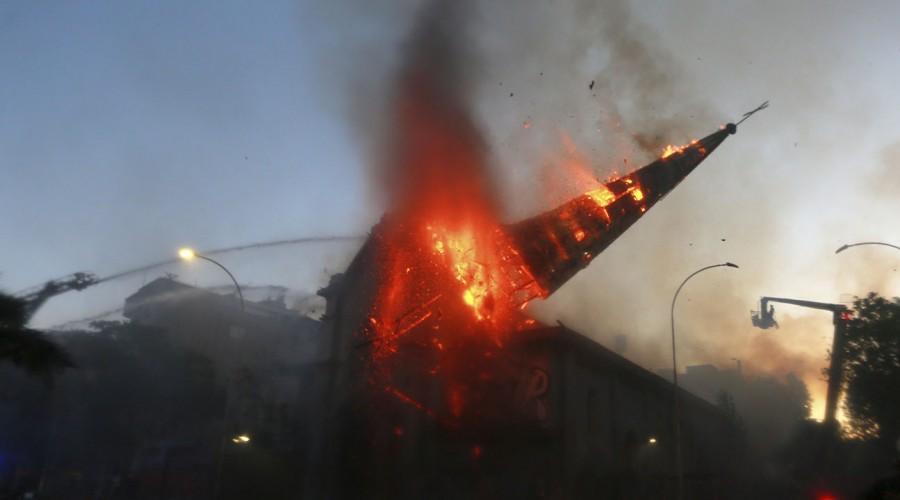 """Vecinos de Iglesia de la Asunción tras incendio: """"Apoyamos las demandas no que destruyan el barrio"""""""