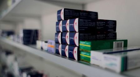 Las farmacias indemnizan con $22 mil tras colusión: Logan explica la compensación