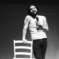 """Festival de Teatro online: Esta noche el Stand Up de Felipe Avello y la obra """"La noche devora a sus hijos"""""""