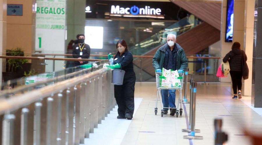 Martes feriado: Así funcionarán los malls y comercios durante el día