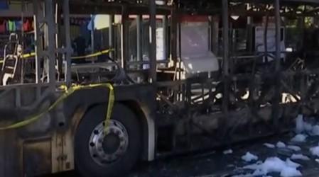 Noche de incidentes en Santiago: Cuatro buses fueron quemados en Estación Central